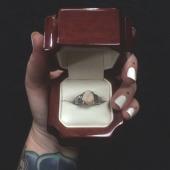 Подарил невесте зуб вместо обручального кольца